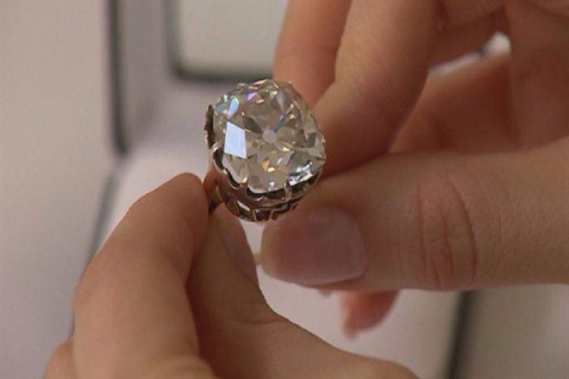 Những thiết kế nhẫn kim cương đơn giản nhưng đầy sang trọng