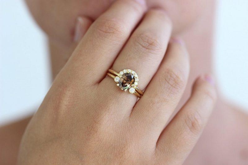 So sánh nhẫn kim cương tự nhiên với các loại nhẫn khác