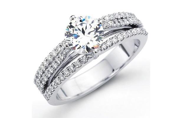 Dù nhẫn làm bằng chất liệu gì đều cần có đính thêm hạt kim cương