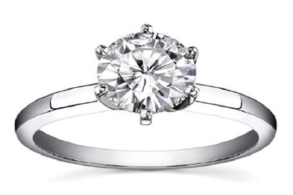Nhẫn kim cương theo kiểu Solitaire tinh tế