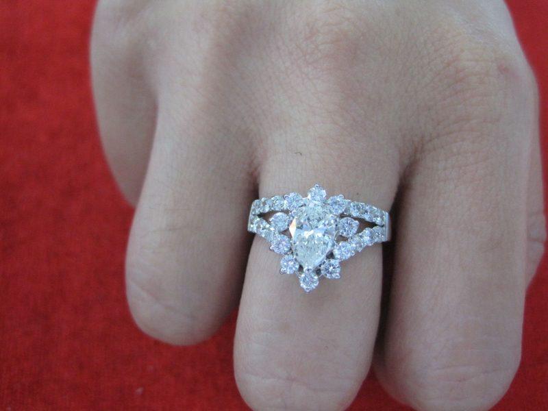 Nhẫn kim cương thiên nhiên luôn là một trong những trang sức đắt tiền hiện nay