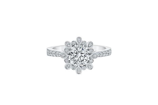 những mẫu nhẫn kim cương vàng trắng