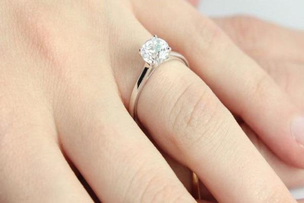 Nhẫn kim cương 5 ly phù hợp với mọi tay người đeo