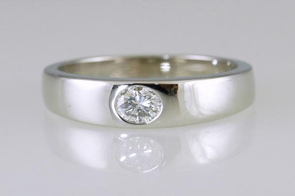 mẫu nhẫn kim cương đẹp với thiết kế đính đá chìm vừa nổi bật vừa tinh tế