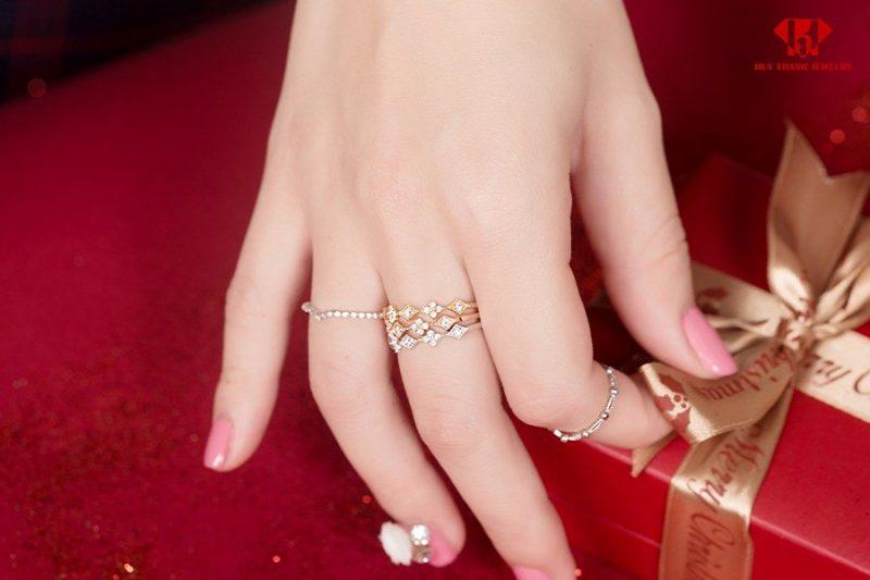 Bật mí chất liệu tạo nên ổ nhẫn kim cương nữ đẹp chất lượng