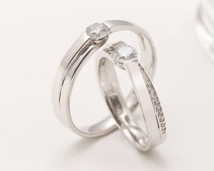 Mẫu nhẫn cưới vàng trắng đính kim cương hạt to