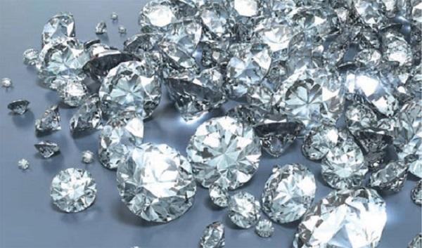 nhẫn cưới kim cương tự nhiên