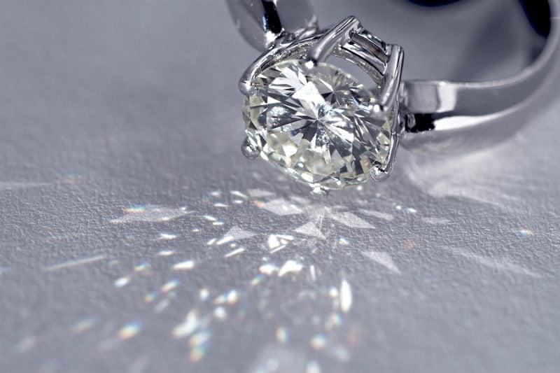 Giá nhẫn kim cương nam cao cấp trên thị trường như thế nào?
