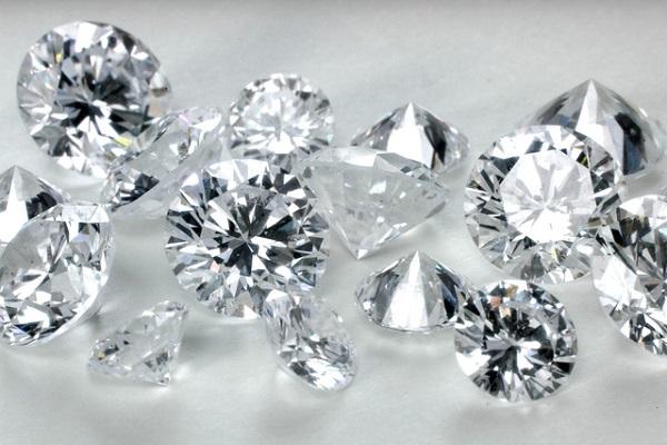 Nhẫn kim cương 5 ly với những đường nét tinh xảo