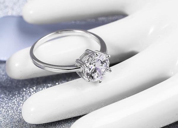 Nhẫn kim cương kiểu cổ điển