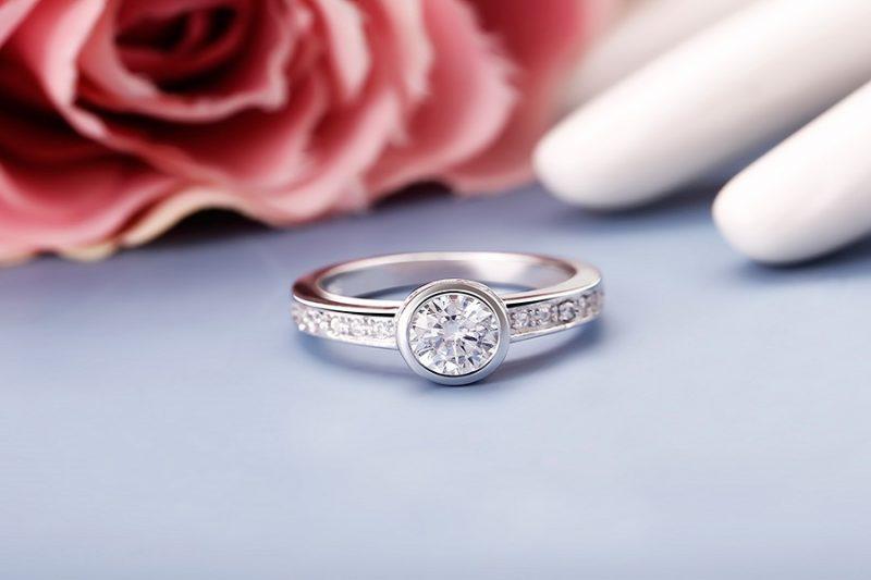 Những mẫu nhẫn kim cương vàng 18k đẹp mê hồn dành cho buổi lễ đính hôn