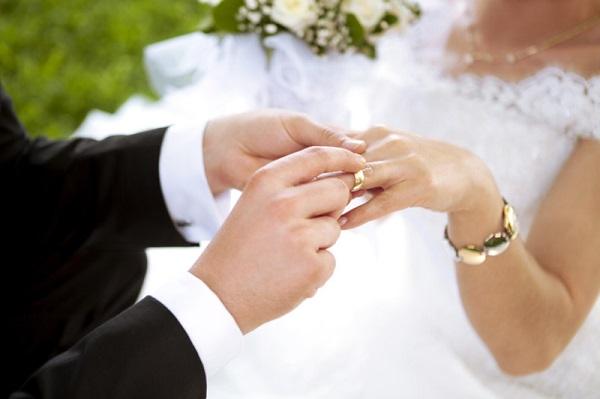 Nhẫn cưới hình tròn mang ý nghĩa bất diệt