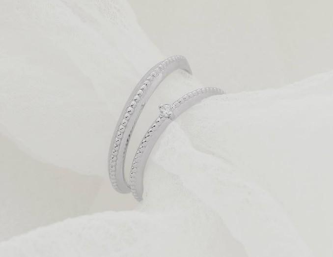 Mẫu nhẫn cưới vàng trắng đính kim cương đơn giản