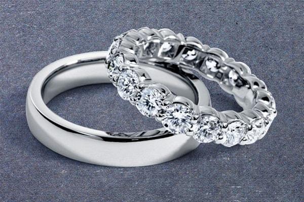 Nhẫn cưới kim cương mang ý nghĩa vĩnh cửu và giá trị nên biết trân trọng trong tình yêu