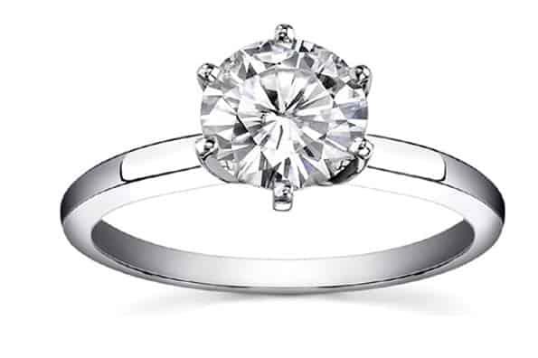 Kiểu nhẫn đính hôn kim cương Solitarie