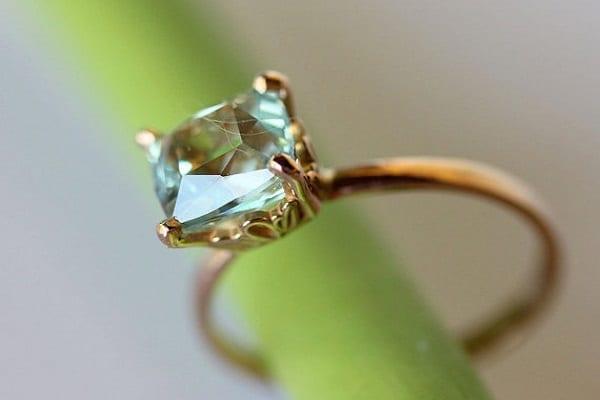 Nhẫn cưới kim cương cao cấp với thiết kế cổ điển