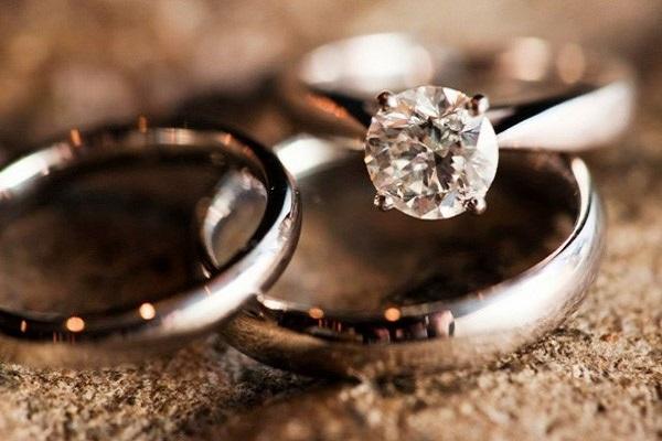Nhẫn kim cương đơn giản thiết kế theo phong cách cổ điển