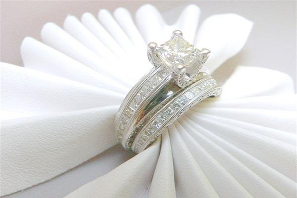 Nhẫn cưới kim cương thể hiện được vẻ đẹp cao quý của mình