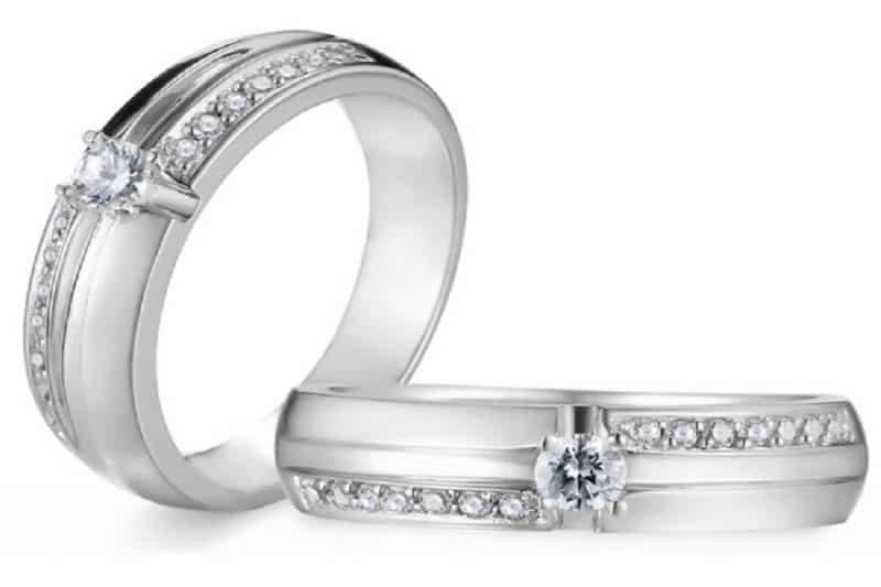 Điểm qua một số ưu điểm của nhẫn cưới vàng trắng đính kim cương thời thượng