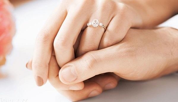 Nhẫn cầu hôn kim cương