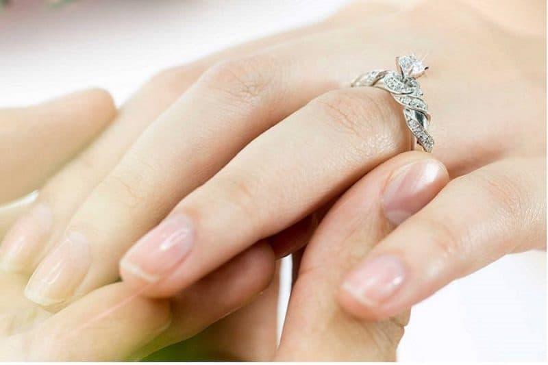 Tổng hợp các kiểu nhẫn đính hôn kim cương cho nàng lung linh