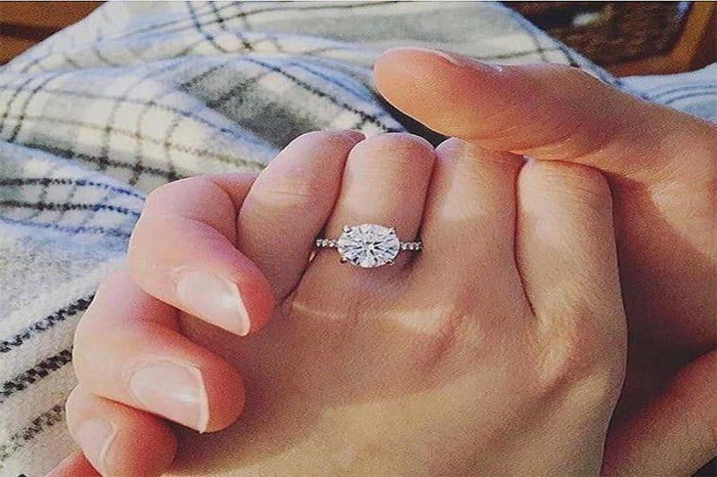 Bật mí cách chọn nhẫn kim cương đính hôn phù hợp nhất