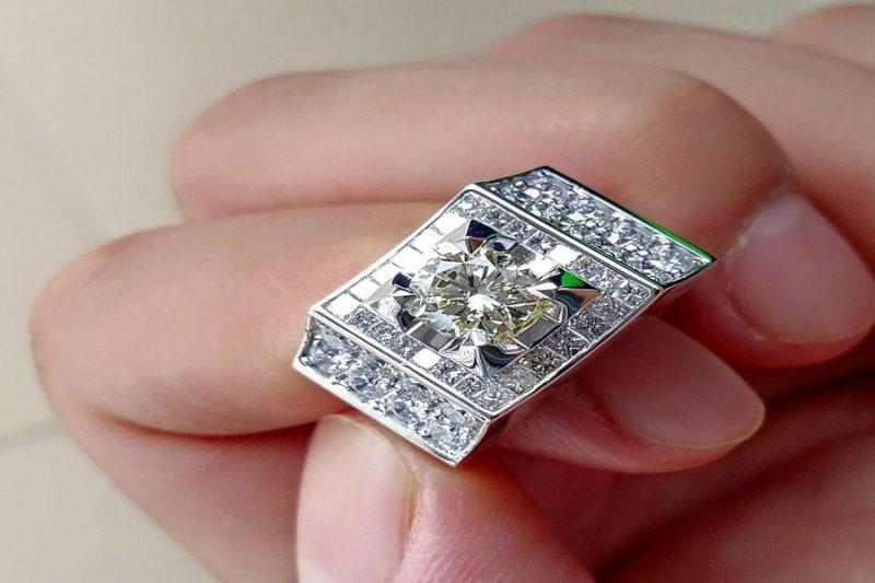 Bật mí những mẫu nhẫn kim cương nam đẹp trên từng milimet