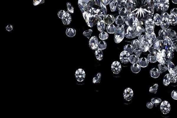 nhẫn cưới kim cương thiên nhiên