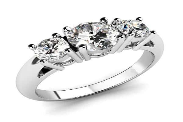 Nhẫn cưới kim cương đính đá 3 viên