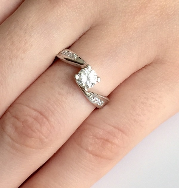 Nhẫn kim cương kiểu phá cách