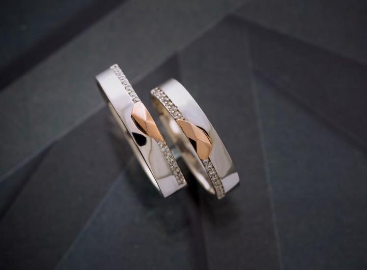Mẫu nhẫn cưới vàng trắng đính kim cương pha vàng nguyên chất