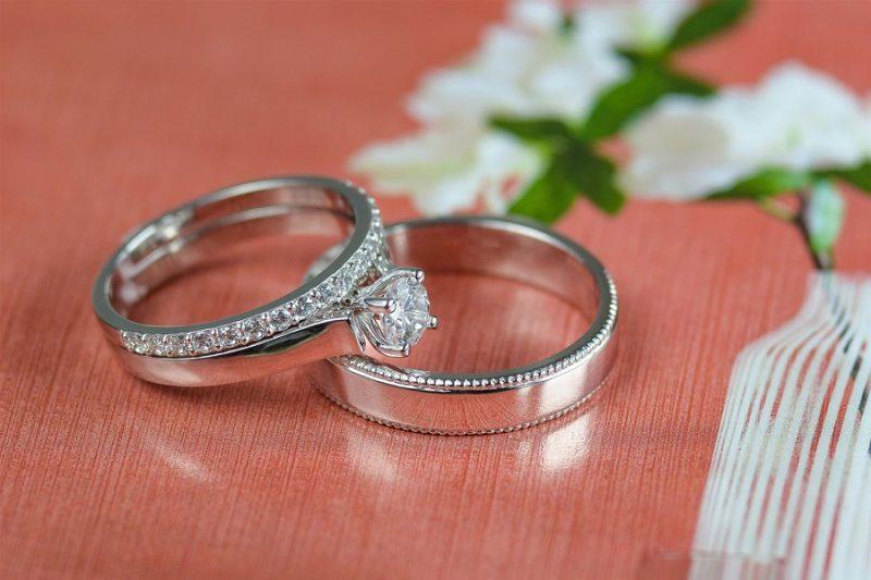 Những mẫu nhẫn cưới kim cương thiên nhiên – hài hòa và độc đáo