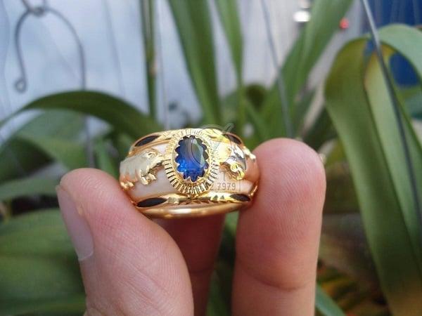 Mẫu nhẫn vang ta nam đẹp đính đá quý