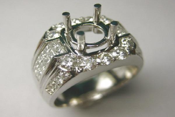 Chú ý phần đế của ổ nhẫn kim cương phải hợp lý