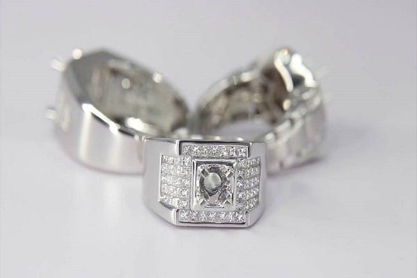 Ổ nhẫn vàng trắng mang nét cổ điển