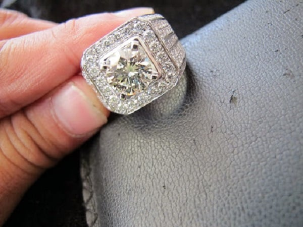 Nhẫn kim cương bản to