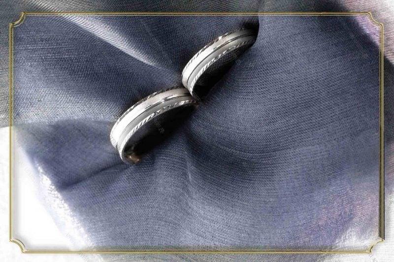 Nên chọn mua nhẫn nam vàng trắng hay nhẫn bạch kim?