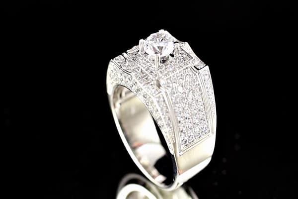 Kiểu nhẫn kim cương cổ điển xen lẫn nét hiện đại