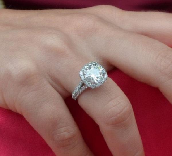 Giá nhẫn kim cương nữ đa dạng