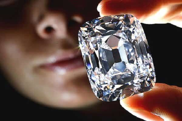 nhẫn nam kim cương tự nhiên đánh giá như thế nào?