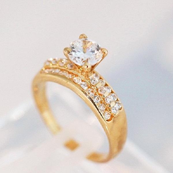Nhẫn kim cương vàng nguyên khối