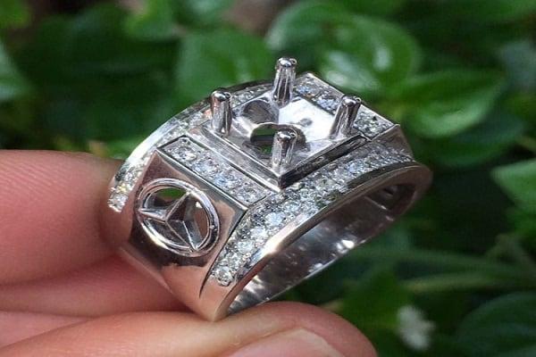 Vỏ nhẫn kim cương nam làm từ chất liệu bạch kim