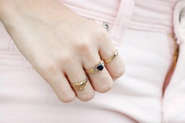 Chọn kiểu nhẫn vàng tây đẹp cho nữ và tiện dụng