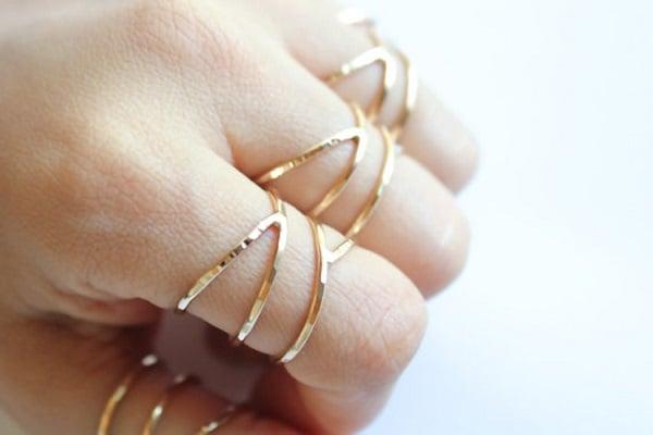 Chọn thời điểm mua nhẫn vào những dịp cuối năm, giảm giá để mua được nhẫn vàng tây đẹp cho nữ giá rẻ