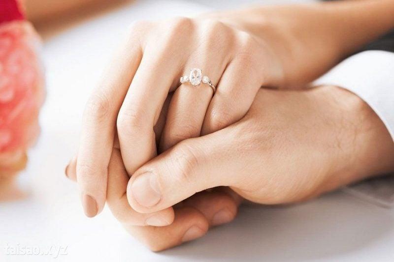 Những lưu ý khi mua và sử dụng nhẫn nữ vàng trắng 10k