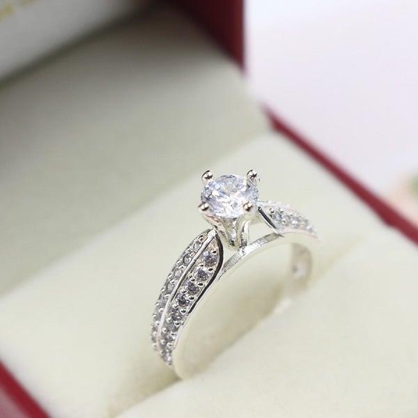 Mẫu nhẫn nữ vàng trắng đẹp kiểu cổ điển