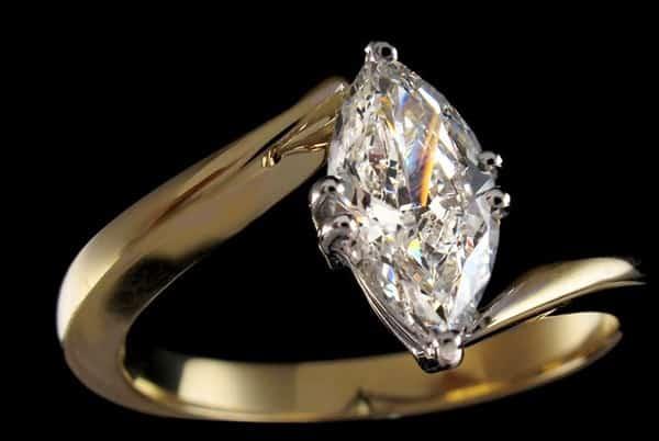 Mẫu nhẫn vàng nữ đẹp nhất đính đá quý sang trọng