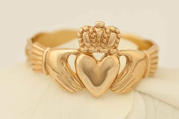 Mẫu nhẫn vàng tây hình vương miện