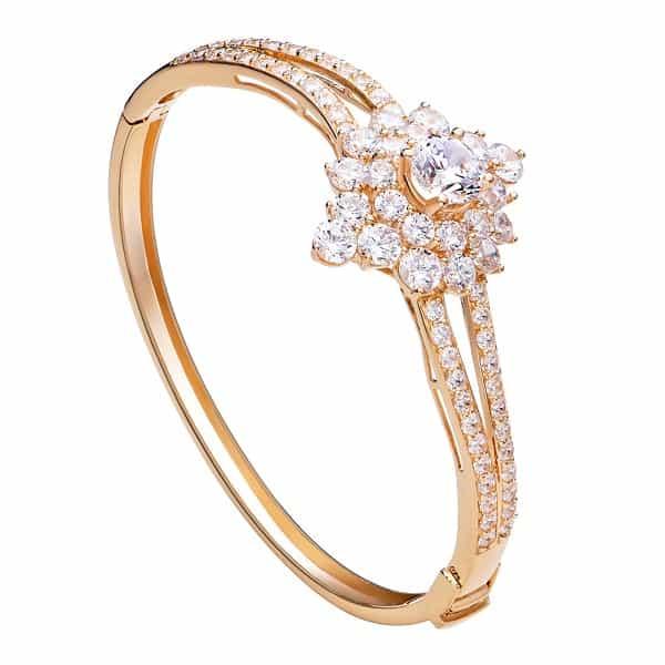 Kiểu nhẫn vàng nữ 18k dành cho những cô nàng yêu thích sự sang trọng, hiện đại