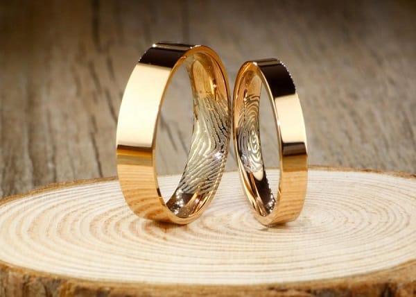 Nhẫn vàng nữ 18k được chế tạo bằng cách kết hợp giữa vàng nguyên chất và kim loại màu